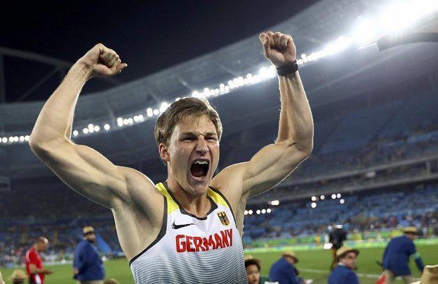 Německý oštěpař Thomas Röhler přehodil hranici 90 metrů a po zásluze se radoval ze zlaté medaile.
