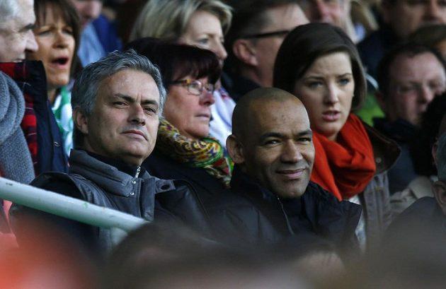 José Mourinho (vlevo), kouč madridského Realu, sledoval ve Fürthu svého semifinálového soupeře v Lize mistrů Borussii Dortmund.