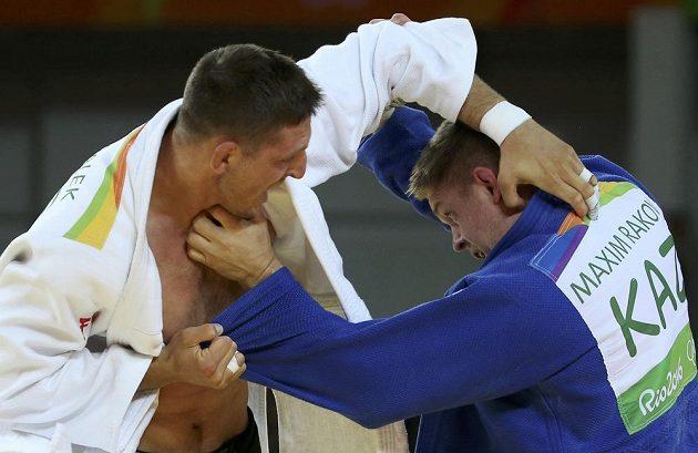 Judista Lukáš Krpálek během zápasu s Kazachem Maximem Rakovem v osmifinále olympijského turnaje.