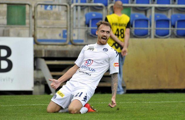 Útočník Milan Kerbr ze Slovácka se raduje z gólu proti Dukle.