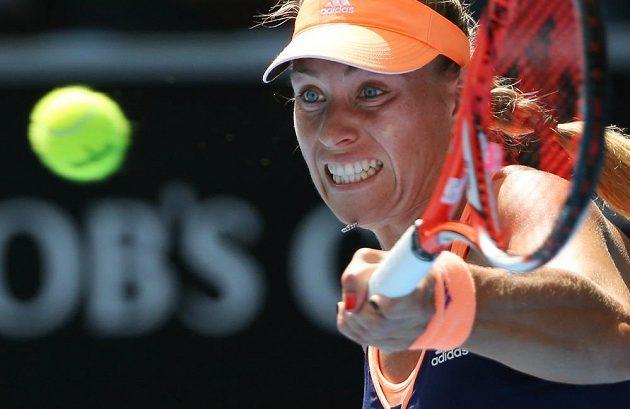Německá tenistka Angelique Kerberová během utkání s Rumunkou Beguovovu v prvním kole Australian Open.