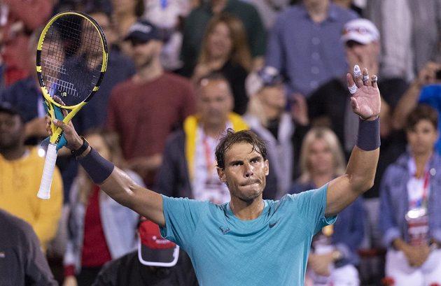 Rafael Nadal oslavuje své vítězství nad Fabiem Fogninim.
