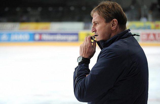 Trenér Alois Hadamczik během tréninku české hokejové reprezentace v holešovické Tipsport areně.