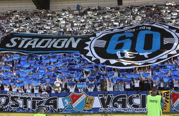 Fanoušci Ostravy slaví 60 let stadionu Bazaly, kde dříve Baník hrál své zápasy.