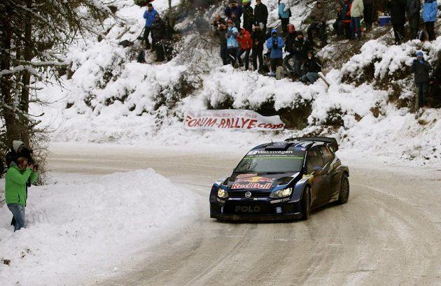Sébastien Ogier s Volkswagenem Polo WRC na trati Rallye Monte Carlo