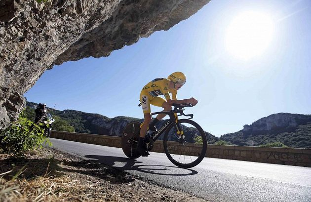 Brit Chris Froome na cestě k druhému místu ve 13. etapě Tour de France a pojištění celkového vedení v závodu.