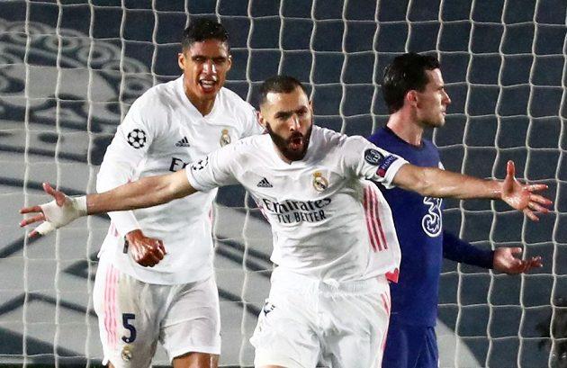 Útočník Realu Madrid Karim Benzema oslavuje vyrovnávací gól proti Chelsea v semifinále Ligy mistrů.