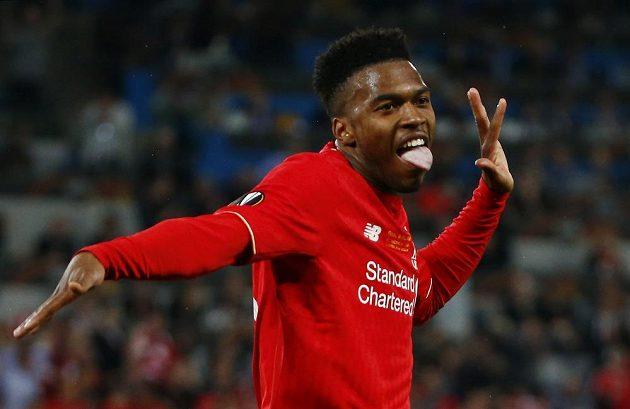 Liverpoolský Daniel Sturridge oslavuje gól ve finále Evropské ligy proti Seville.