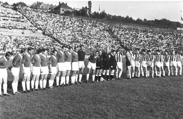 Před zápasem Baníku s Partizanem Bělehrad.