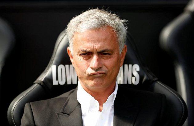 José Mourinho se zrovna moc netváří, forma mužstva ho nicméně těší.