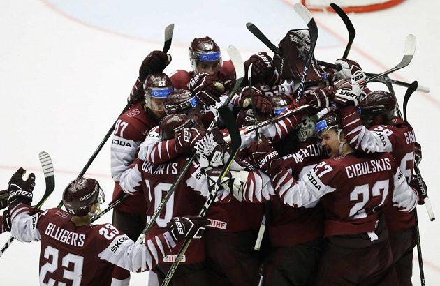 Lotyši se radují z postupu do čtvrtfinále MS.