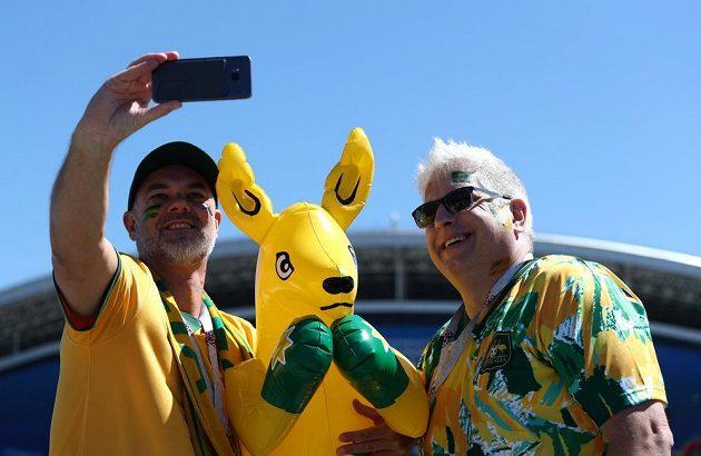 Australský klokan němůže při podpoře svého národního mužstva chybět.