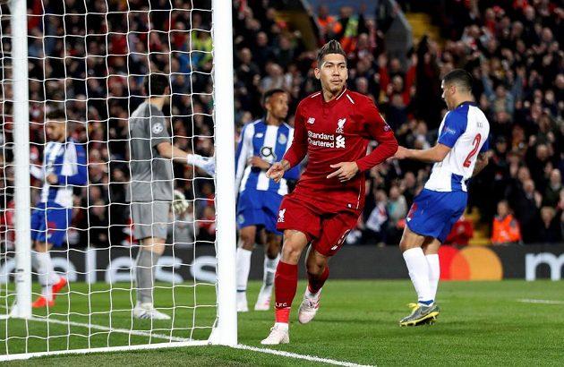 Brazilec Roberto Firmino právě zvýšil vedení Liverpoolu nad Portem na 2:0.