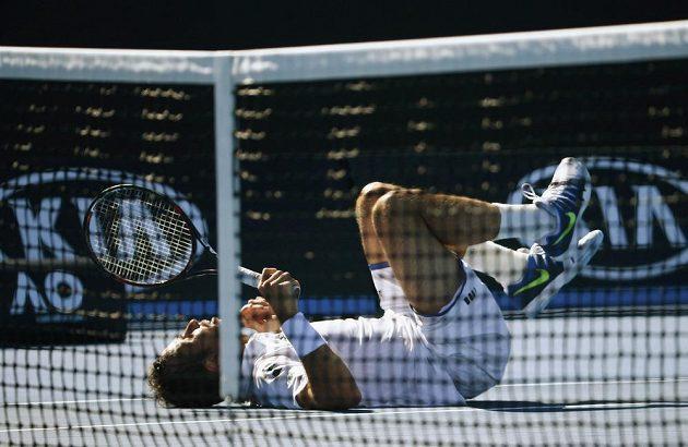 Radek Štěpánek si během zápasu druhého kola poranil koleno.