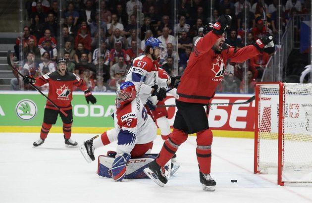 Stone se raduje z kanadského gólu, právě překonal brankáře Patrika Bartošáka.