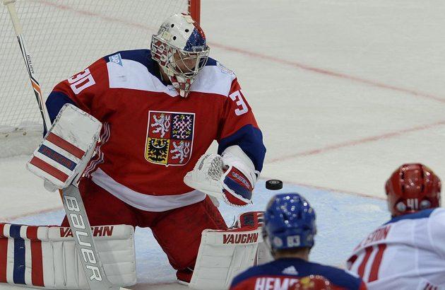 Český brankář Michal Neuvirth v přípravě proti Rusku.