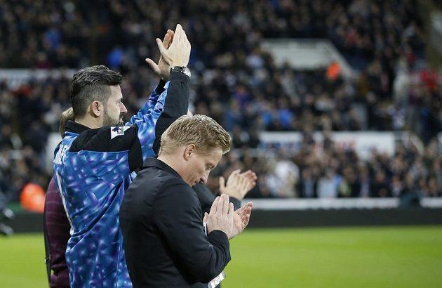 Milan Srníček během uctění památky svého zesnulého bratra na stadiónu St. James´ Park v Newcastlu.