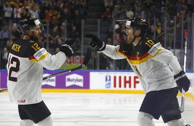 Německá radost při utkání s Itálií v základní skupině MS.