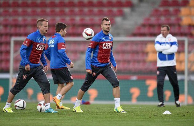 Plzeňská část reprezentace (zleva): David Limberský, Václav Pilař a Radim Řezník během tréninku před utkáním s USA a Nizozemskem.