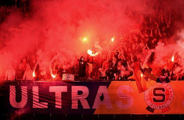 Fanoušci Sparty Praha během utkání 4. kola Synot ligy s Ostravou.