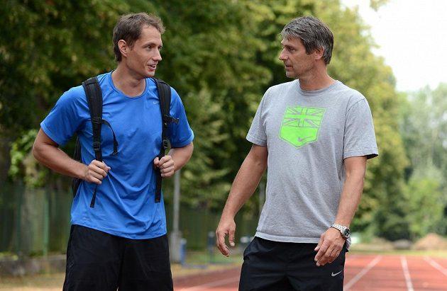 Oštěpař Vítězslav Veselý (vlevo) s trenérem Janem Železným během soustředění v Nymburku.