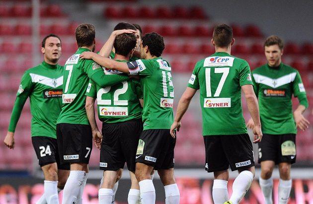 Hráči Jablonce (vlevo zimní posila Martin Doležal) oslavují Čížkův gól na Spartě.