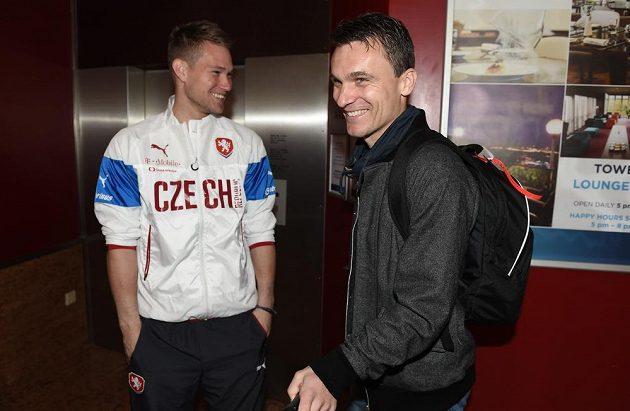 Útočník David Lafata (vpravo) a brankář Tomáš Vaclík během srazu české fotbalové reprezentace před duelem s Lotyšskem.