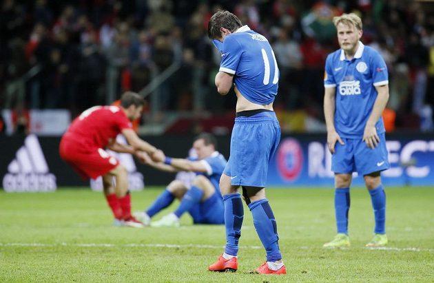 Zklamaní hráči Dněpru po prohraném finále.