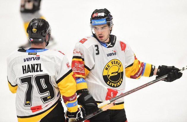 Zleva Martin Hanzl z Litvínova a Patrik Demel z Litvínova.
