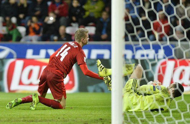 Marná sláva. Jakub Jankto nepřekonal gólmana San Marina v ideální pozici.