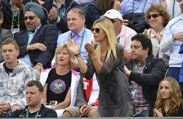 Maria Šarapovová už na letošním Wimbledonu fandí jen z hlediště.