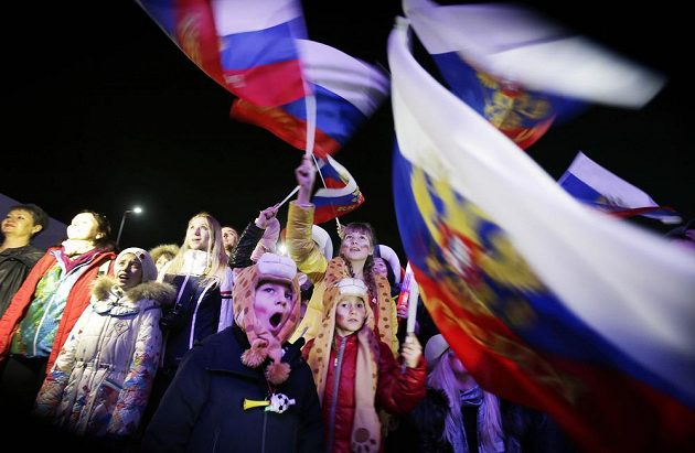 Na stadiónu Fišt přihlíželo slavnostnímu zahájení olympiády na 40 tisíc lidí a davy příznivců se sešly i u velkoplošných obrazovek v centru Soči.