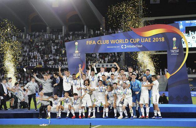 Fotbalisté Realu Madrid oslavují triumf na MS klubů.