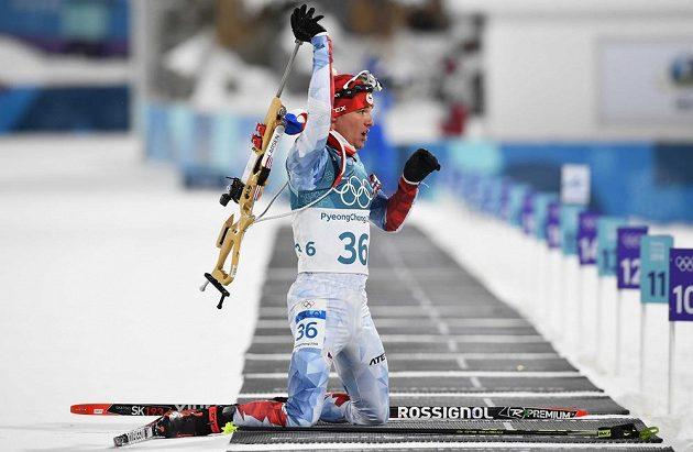 Michal Krčmář na střelnici během olympijského sprintu.