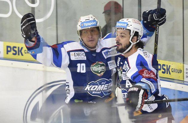 Zleva Martin Erat a Martin Zaťovič z Brna se radují z prvního gólu.