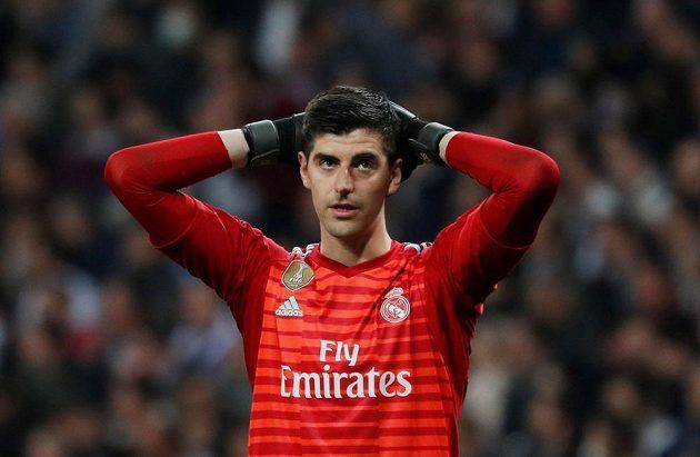 Zdrcený brankář Realu Madrid Thibaut Courtois.