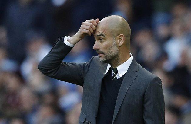Zadumaný trenér Manchesteru City Josep Guardiola.