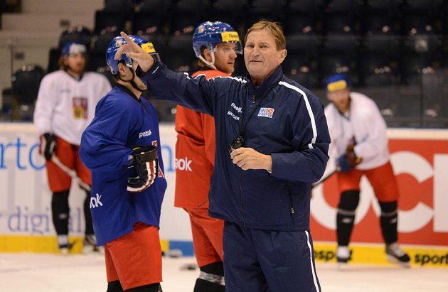 Trenér Alois Hadamczik na tréninku hokejové reprezentace před Českými hokejovými hrami.