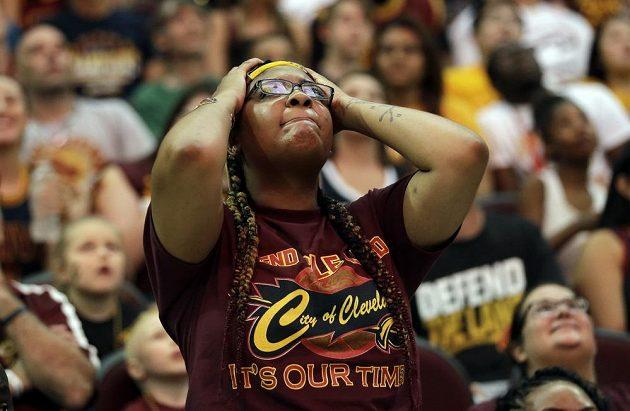 Zklamaná fanynka Clevelandu.