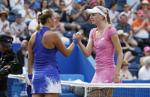 Petra Kvitová s Britkou Naomi Broadyovou po utkání v Birminghamu.