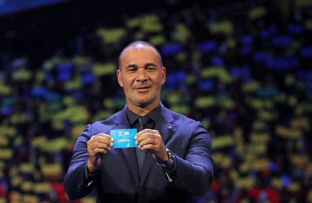 Ruud Gullit během losu fotbalového mistrovství Evropy