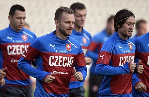 Čeští reprezentanti Michal Kadlec a Tomáš Rosický se chystají na utkání v Turecku a Kazachstánu.