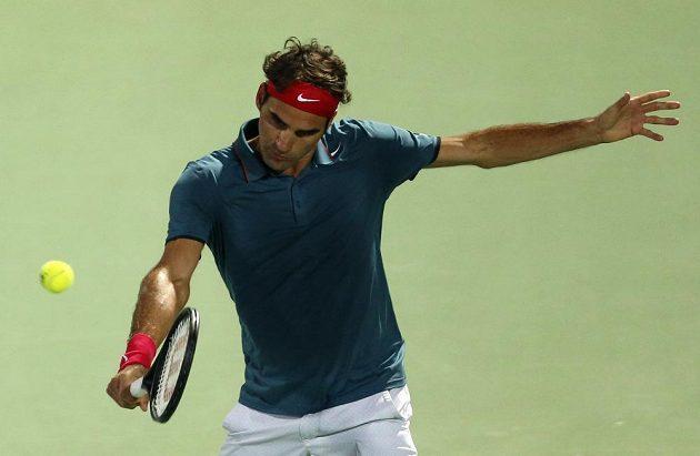 Roger Federer při utkání s Tomášem Berdychem ve finále v Dubaji.