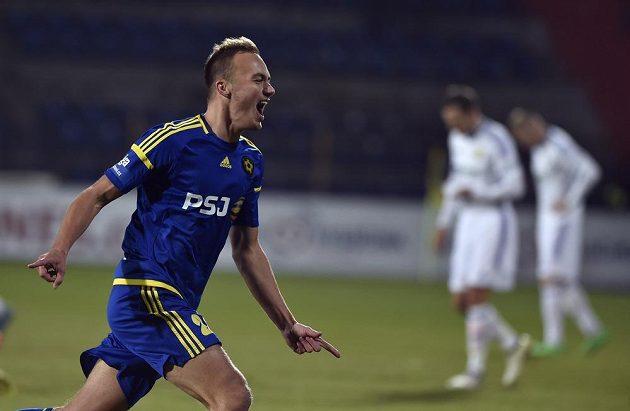 Pavel Dvořák z Jihlavy se raduje z gólu proti Zlínu.