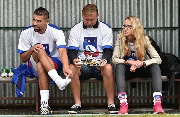 Fotbalista Milan Baroš (vlevo), Horst Siegl a Markéta Haindlová během tréninku.