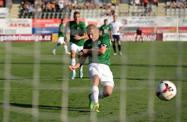 Jablonecký záložník Karel Piták proměňuje nařízenou penaltu během utkání 3. předkola Evropské ligy mezi FK Baumit Jablonec a Stromsgodset IF.