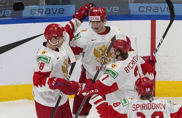 Ruská radost po první gólu proti Finsku v boji o bronz na MS.