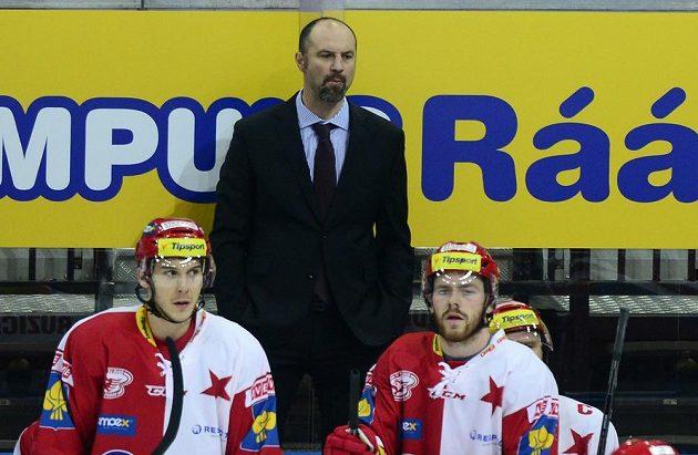 Trenér Josef Beránek (vzadu) dovedl Slavii k cennému vítězství nad Třincem.