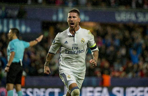Sergio Ramos skóroval ve třetí minutě nastavení a poslal duel proti Seville do prodloužení, po kterém jeho Real nakonec vyhrál 3:2.