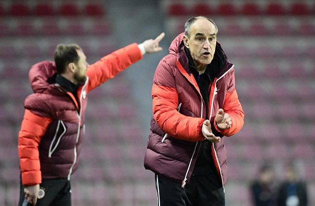 Trenér Sparty Václav Kotal.